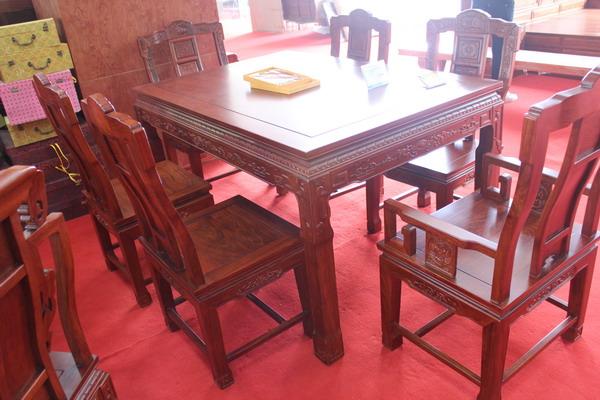 汉宫餐桌(7件套)